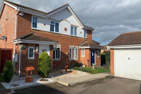 3 bedroom semi-detached house - Challinor, Harlow, Essex, CM17 9XE