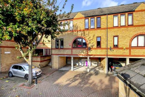 3 bedroom flat for sale - Codling Close, London E1W