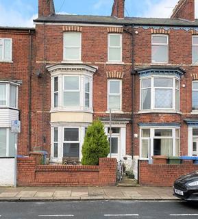 4 bedroom terraced house to rent - LET ME... 4 BED MID TERRACE HOUSE 44 New Burlington Road, Bridlington, YO15 3HS