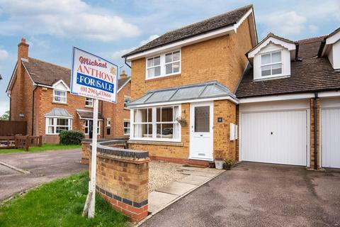 3 bedroom semi-detached house for sale - Robin Close, Aylesbury