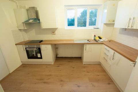 3 bedroom apartment to rent - Hoe Lane, Enfield