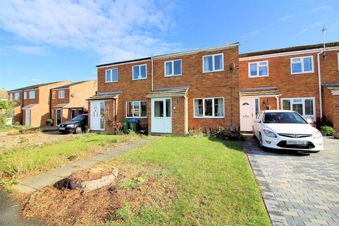 3 bedroom house for sale - Charmfield Road, Aylesbury