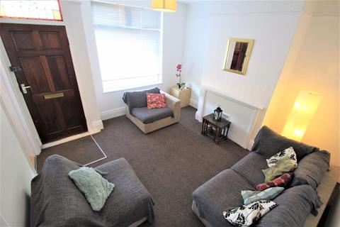 2 bedroom terraced house to rent - Stanmore Hill, Burley, Leeds, LS4 2PW