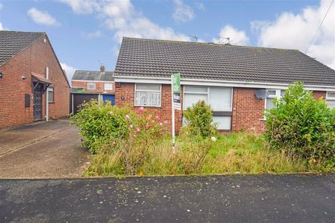 2 bedroom semi-detached bungalow for sale - Ullswater Drive, Hull, HU8