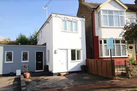 1 bedroom detached house for sale - Sandown Avenue, Westcliff-On-Sea