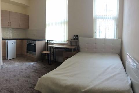 Studio to rent - Flat, Leeds
