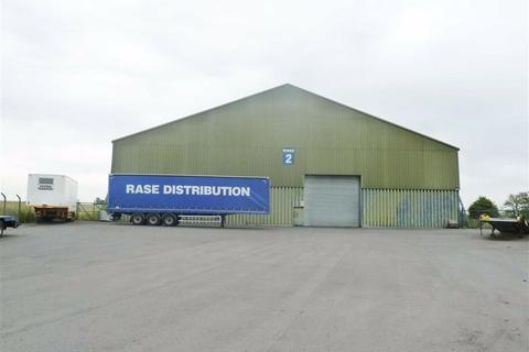 Industrial unit to rent - Wickenby Airfield, Wickenby, Lincoln, Lincolnshire