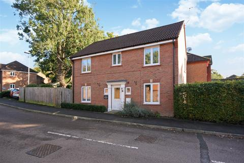 4 bedroom detached house for sale - Orchard Close, Burgess Hill