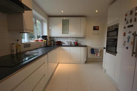 4 bedroom detached bungalow to rent - Beechwood Close, Surrenden, Brighton