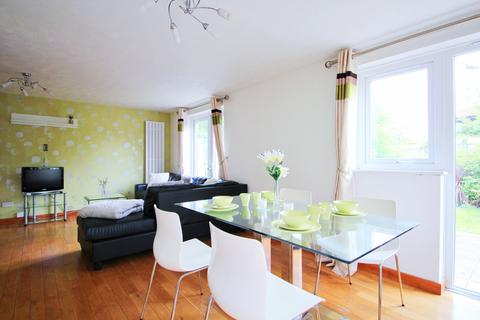 3 bedroom end of terrace house to rent - Friars Mead, E14