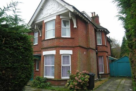 8 bedroom detached house to rent - Talbot Road, Winton