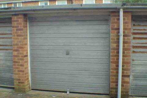 Garage to rent - Eton Road, Worthing, BN11
