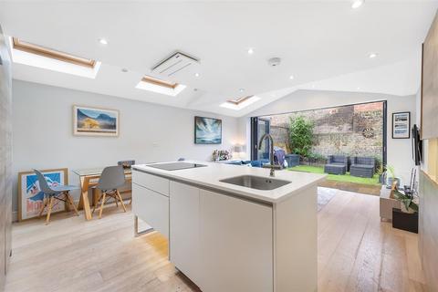 2 bedroom flat for sale - Taybridge Road, SW11