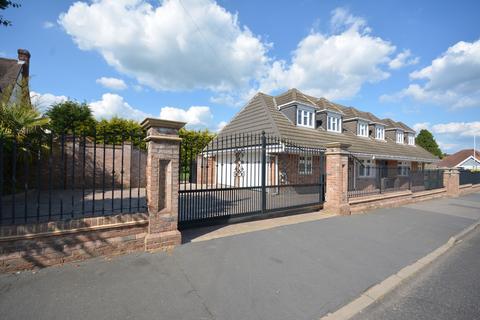 6 bedroom detached house for sale - Herbert Road, Emerson Park, Hornchurch RM11