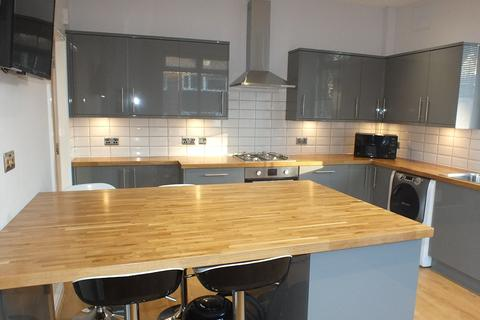 6 bedroom end of terrace house to rent - Hartley Avenue, Leeds, West Yorkshire, LS6