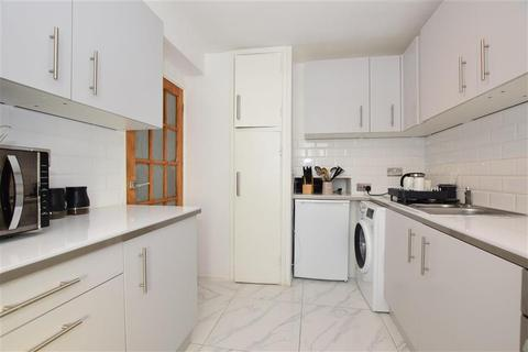 2 bedroom flat for sale - Victor Court, Hornchurch, Essex