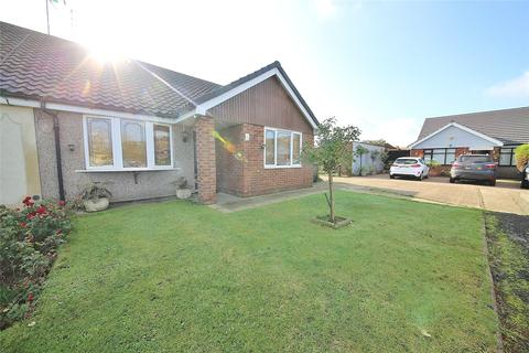 3 bedroom bungalow for sale - Whitfields, Stanford-le-Hope, Essex, SS17