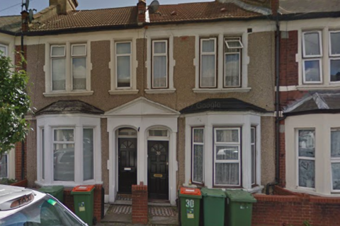 3 bedroom terraced house to rent - Saville Road, London, E16