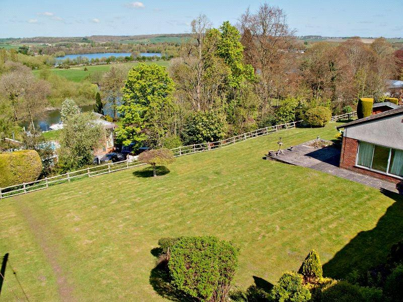 5 Bedrooms Detached House for sale in Stonehouse Lane, Cookham, Maidenhead, Berkshire, SL6