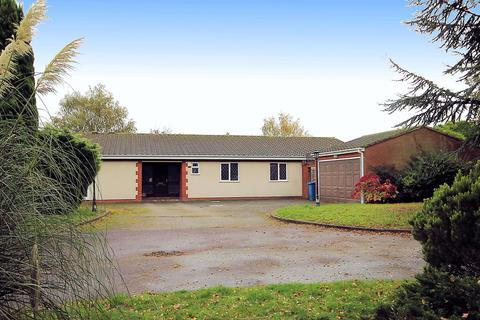 4 bedroom detached bungalow for sale - BeechCroft, Glascote Lane, Tamworth, B77 2PH