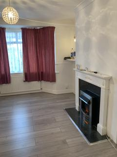 3 bedroom terraced house to rent - Tannenson Road, London RM3