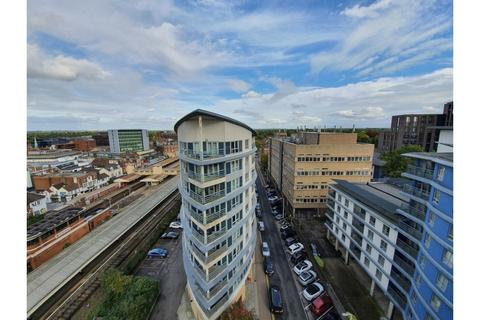 2 bedroom flat to rent - Centrium, Station Approach, Woking