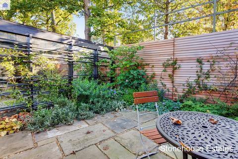 4 bedroom semi-detached house for sale - Acorn Terrace, Archway Road, London, N6
