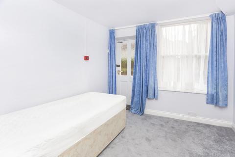 Studio to rent - Acomb Road, York