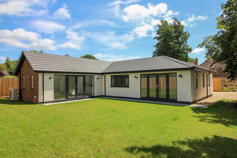 3 bedroom detached bungalow for sale - Church Street, Ropley, Alresford