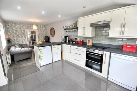 3 bedroom terraced house for sale - Savernake Street, Old Town, Swindon, Wiltshire, SN1