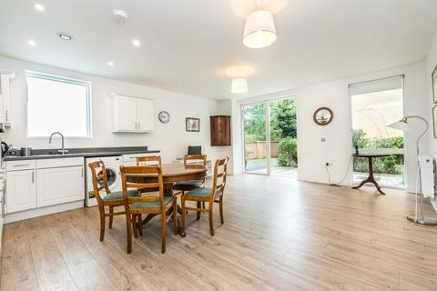 1 bedroom flat for sale - Thornlaw Road, London
