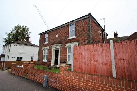 Studio to rent - Military Road, Colchester