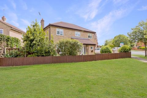 3 bedroom detached house for sale - Mountbatten Drive, Colchester