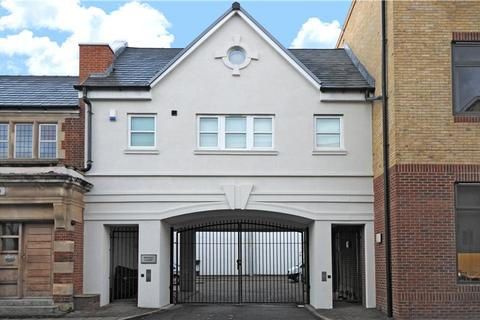 4 bedroom terraced house to rent - Wesley Court, Griffiths Road, London, SW19