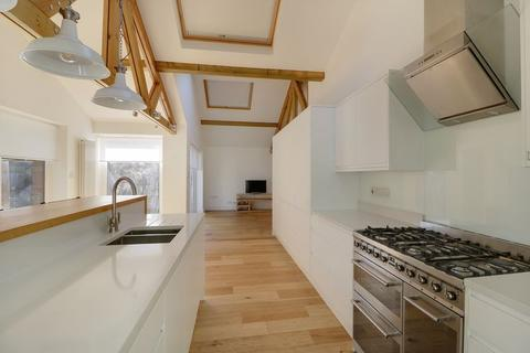 3 bedroom detached house to rent - Martindale Road, Woking