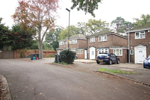 3 bedroom link detached house to rent - Royston Close, Hounslow, TW5