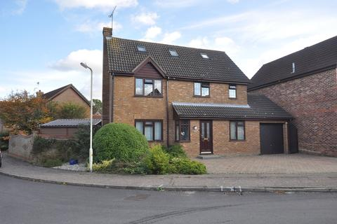 5 bedroom detached house for sale - Chuzzlewit Drive, Chelmsford, CM1