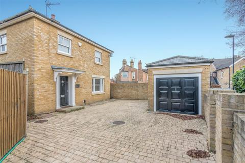3 bedroom detached house to rent - Holtwhite Avenue, Enfield