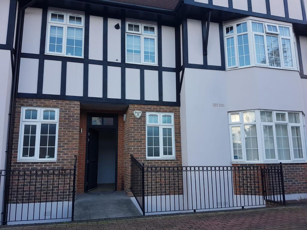 3 bed ground floor flat for sale