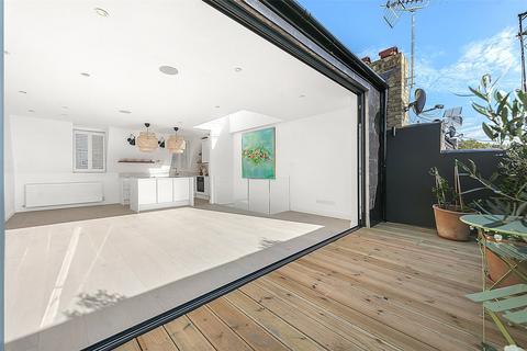 3 bedroom flat to rent - St. Stephens Gardens, London