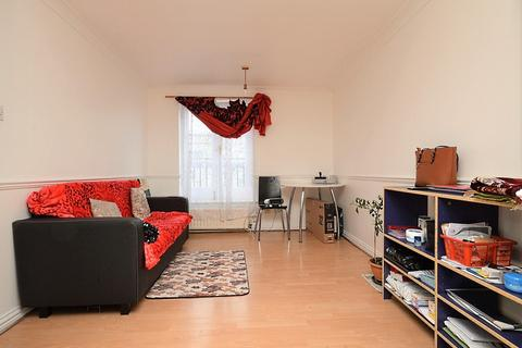 1 bedroom flat for sale - Green Court, Mile End, London, E1