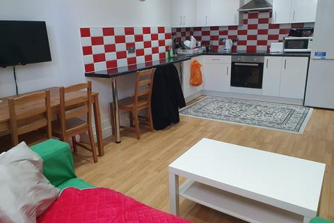 3 bedroom flat to rent - 199B Kirkstall lane , Headingley, Leeds LS6