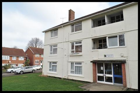 2 bedroom flat for sale - Holmsley Close, Bitterne , Southampton SO18