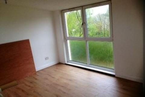 3 bedroom terraced house to rent - Pine Court, G67