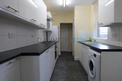 4 bedroom terraced house to rent - Wilberforce Road, Leicester