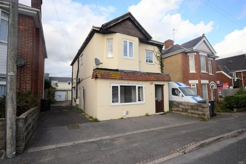 5 bedroom detached house to rent - Columbia Road, Bournemouth