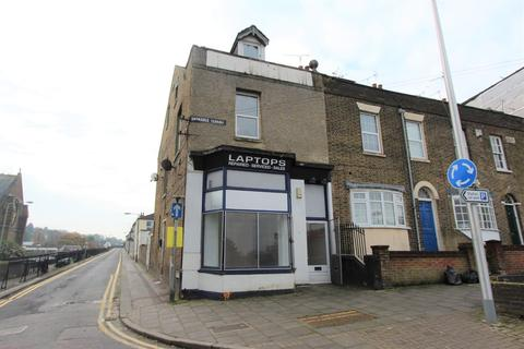 Property to rent - Ordnance Terrace, Chatham