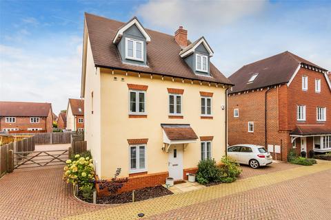 5 bedroom detached house for sale - Apsley Road, Horley, Surrey, RH6