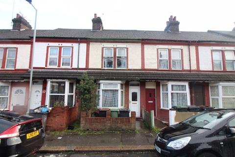 3 bedroom terraced house for sale - CHAIN FREE FREEHOLD TERRACE on Shaftesbury Road, Luton