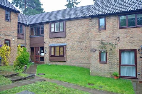 Studio to rent - Bluebell Rise, Lightwater